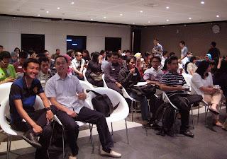 Social Media Strategist Club Gathering Jakarta 15 Maret 2013 Rade Tampubolon radiculouz Kalbe Family Orang Tua Group SociaBuzz