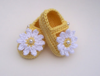 Crocheted Mary Jane Shoes Booties 3 to 6 Months Yellow with White Daisy                    By TheCrochetLady