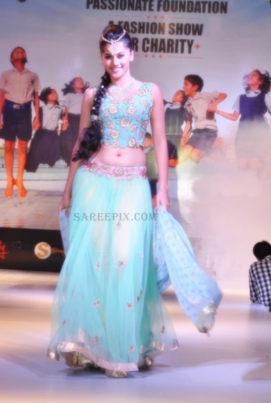 Tapsee_lehenga_ramp_walk_Passionate-foundation-fashion-show