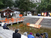 恒例の「京の流しびな」は京人形商工業協同組合の主催で毎年開いている