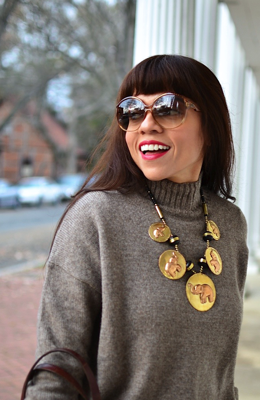Outfit with oversized necklace