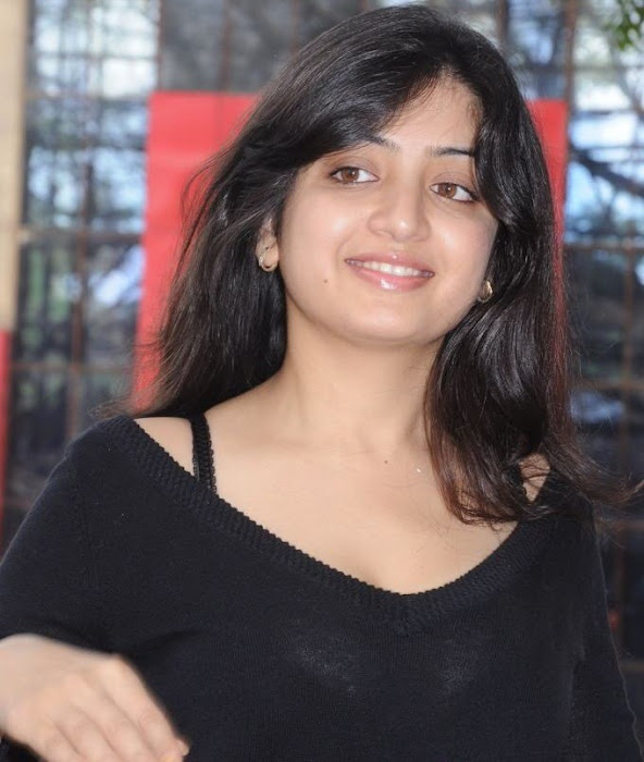 poonam kaur spicy in black skirt actress pics