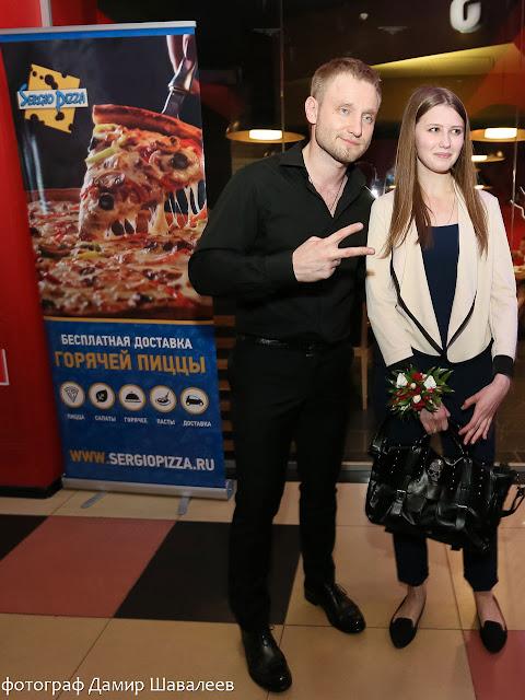 Алексей Хворостян с гостьей «Ночи пожирателей рекламы 2015». Фото: Дамир Шавалеев.
