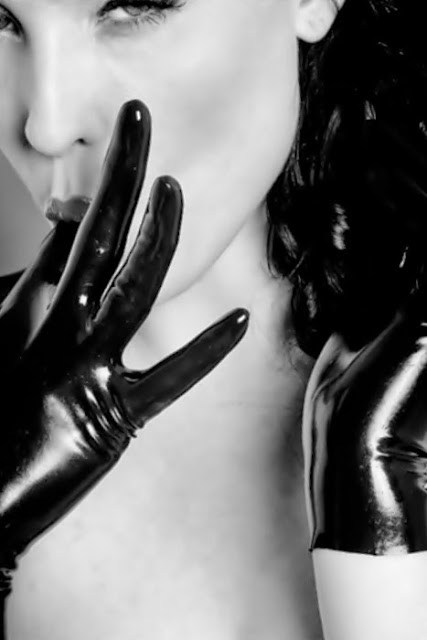 Fetish Inspirations : Sweet Latex Gloves