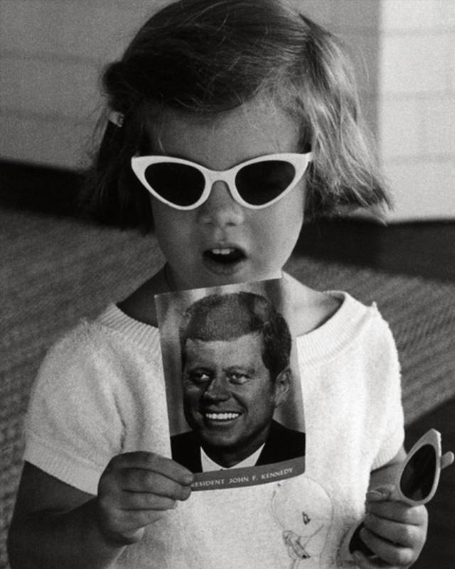 CAROLINE KENNEDY HOLDS A POSTCARD OF HER FATHER