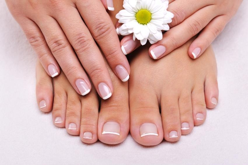 French manicure {below}; you can never go wrong with a well done ...