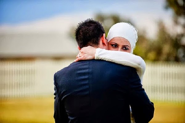 Khasiat Memeluk Isteri Yang Anda Dan Pasangan Patut Tahu http://apahell.blogspot.com/2015/01/khasiat-memeluk-isteri-yang-anda-dan.html