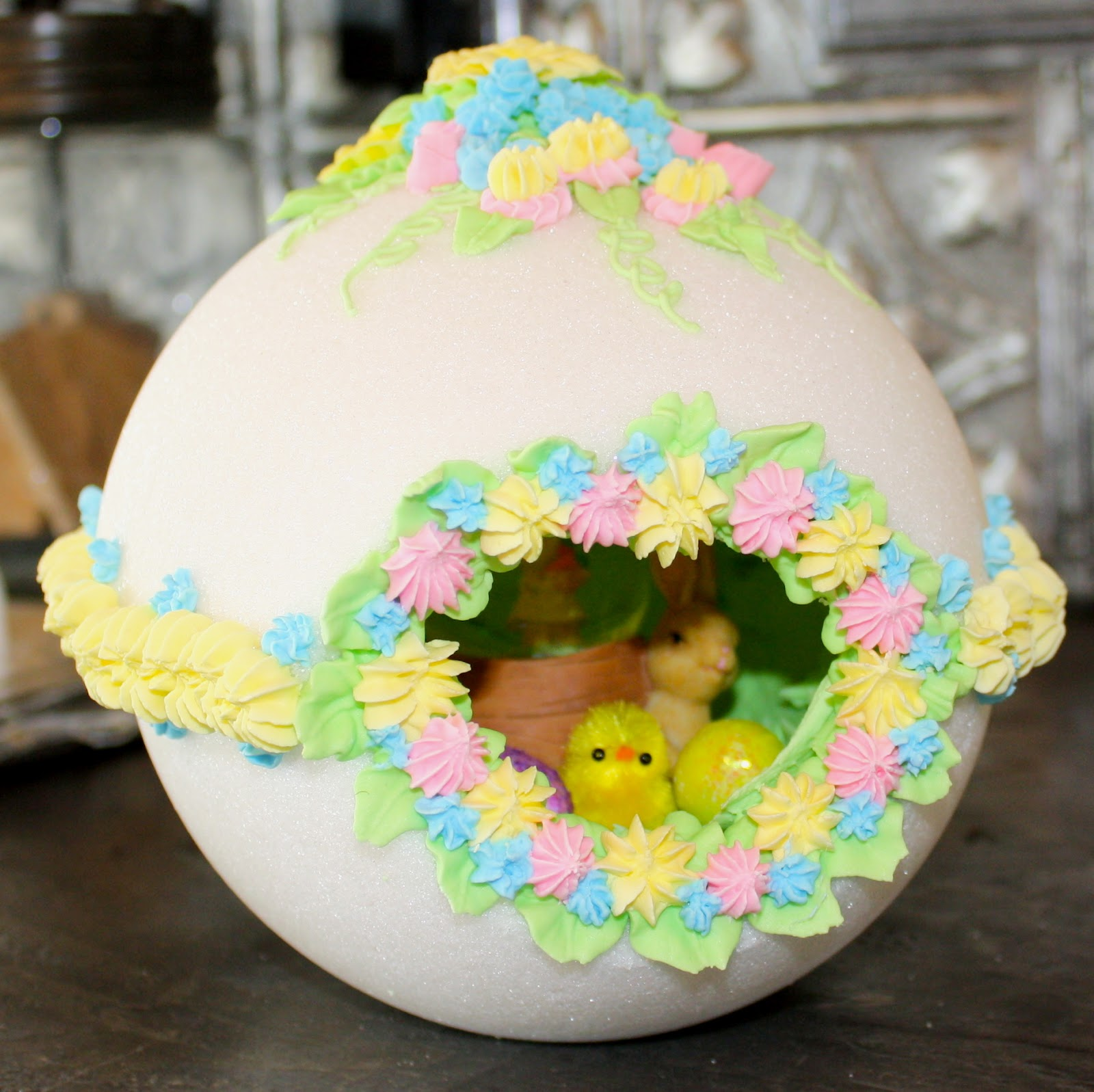 Miggie Makes.....: Sugar Peep Hole Easter Egg