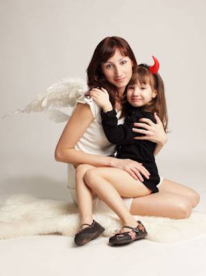 Angel y Demonio - Mamá e Hija - Mother and little girl - Angel and demon