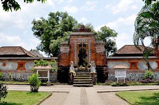 Pura Lingsar, Taman Narmada, Hindu temple in Lombok