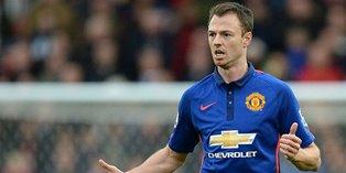 Manchester United Lepas Bek Senior Jonny Evans
