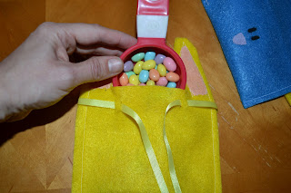 easter craft:  felt bunny treat bags