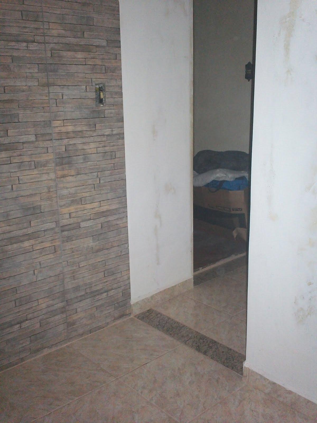 #364C60 Vejam como ficou a parede da sala feita com azulejos imitando  1200x1600 píxeis em Azulejos Parede Sala De Estar