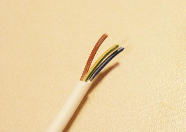 biały okrągły kabel,blog DIY,zrób to sam krok po kroku lampa