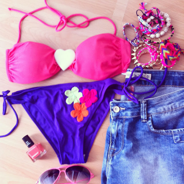 Zara denim short, Nail polish Anny, Gina Tricot bracelet, Topshop sunglasses