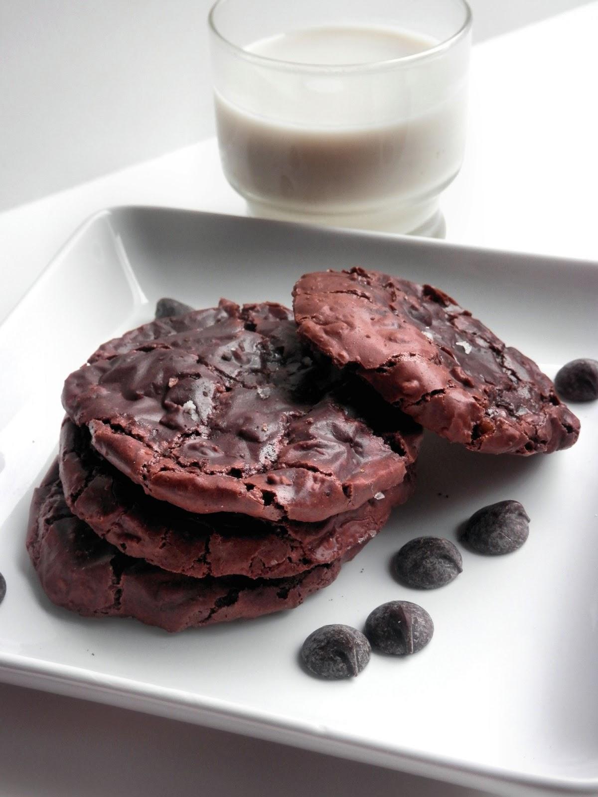 La Cucina Della Prima Donna: Flourless Chocolate Hazelnut Cookies