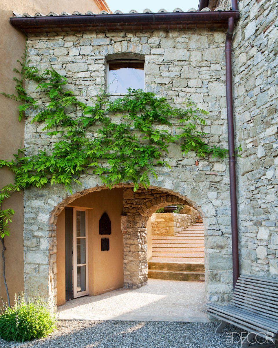 Lamb blonde an elegant italian farmhouse for Italian house plans with courtyard