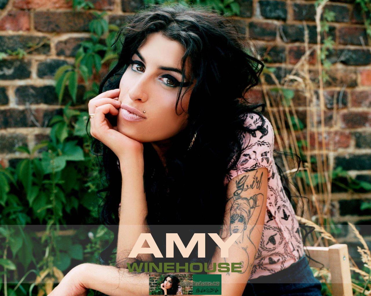 http://2.bp.blogspot.com/-es0MeQ3uV8o/UFc7vy4zFMI/AAAAAAAAA7o/9RUdDC0Nf4g/s1600/amy-winehouse-wallpaper-1-big.jpg