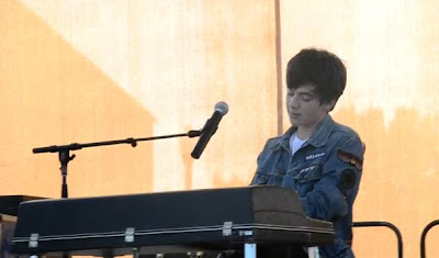 "Greyson performing ""Sunshine & City Lights"" Video Live"
