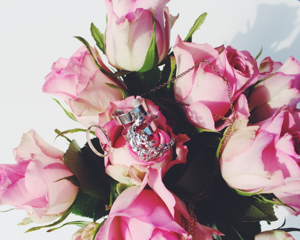 peggypink, jewellery, wiw, whatimwearing, pinkness, lbloggers, brandspotlight, fbloggers, fblogger, fashionbloggers, fashionblogger, pineapplenecklace, stackingrings