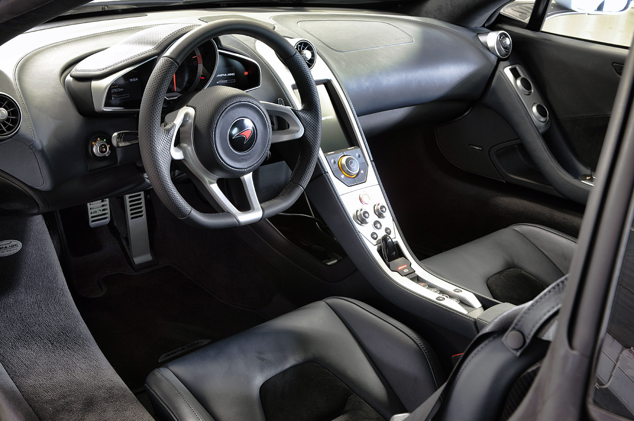 2012 MCLAREN MP4-12C INTERIOR DETAIL