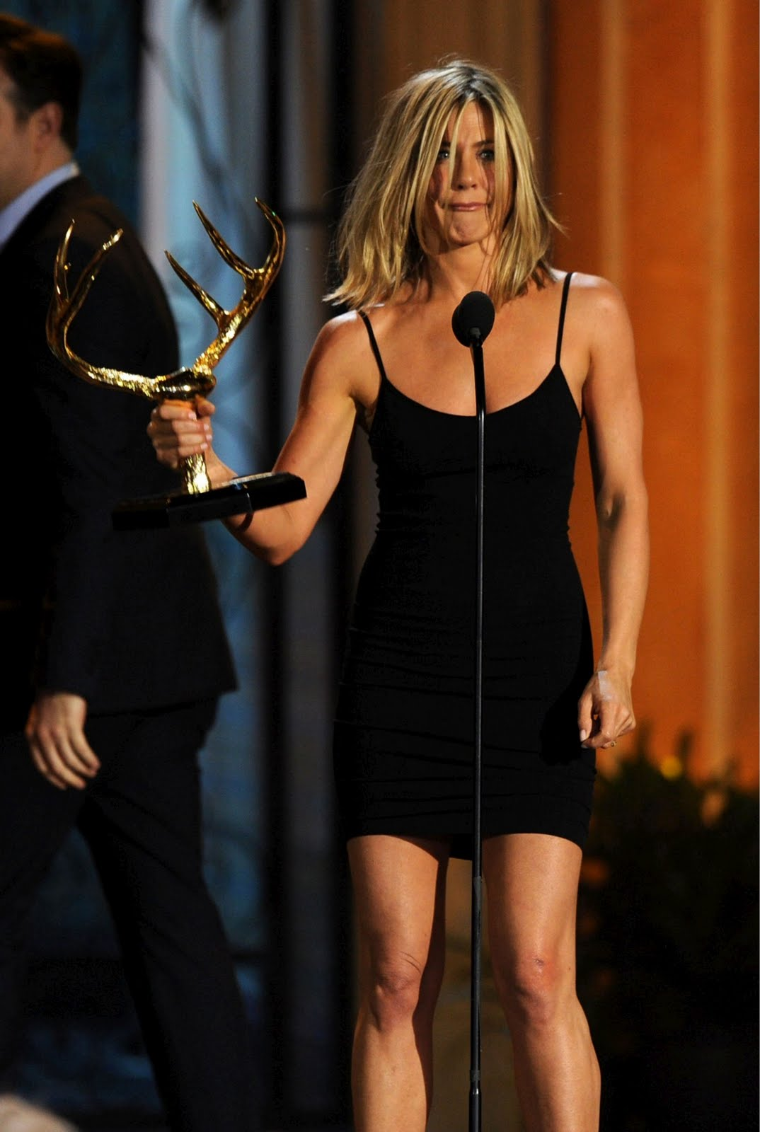 http://2.bp.blogspot.com/-esi61y5eraM/Tev3T2RcfOI/AAAAAAAAA4I/0U_GZtpZvvU/s1600/Jennifer+Aniston+at+the+2011+Guys+Choice+Awards+in+Azzedine+Ala%25C3%25AFa2.jpg