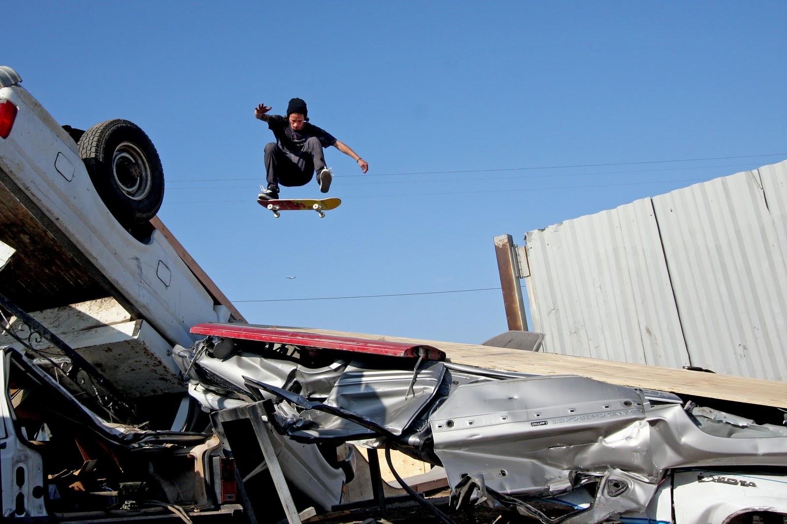 http://2.bp.blogspot.com/-esmOtQmb7es/Tp3mGTLCy7I/AAAAAAAAADo/sxGYL0kIYzk/s1600/mikey+gray+front+side+flip+relief+skate+supply.jpg