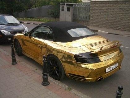 Porsche on Safari Geek  Porsche Banhado A Ouro Inshallah