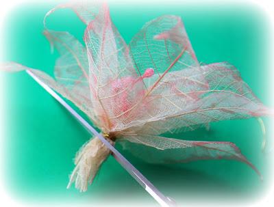Бабочки из скелетированных листьев 52