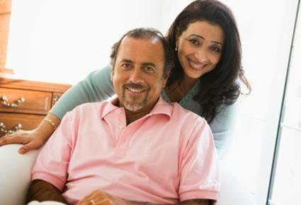 man and wife - كيف تحتفل مع زوجتك بالمناسبات والاعياد بأقل التكاليف - رجل وامرأة