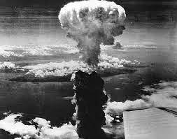 kedahsyatan bom atom yang di jatuhkan di Jepang