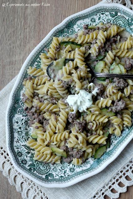 Experimente aus meiner Küche: Pasta in cremiger Hack-Zucchini-Soße