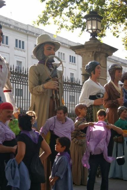 24 SETEMBRE DE 2013 - PORTANT GEGANTS (SAGRADA FAMÍLIA) A LES FESTES DE LA MERCÈ DE BARCELONA
