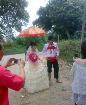 Unusual Chinese Wedding
