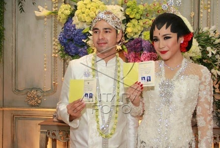 Foto Kebaya Raffi Ahmad dan Nagita Slavina Pernikahan 2014