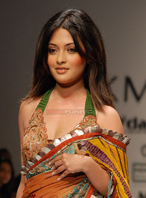 riya sen wallpapers. 2011 Sexy Riya Sen wallpaper