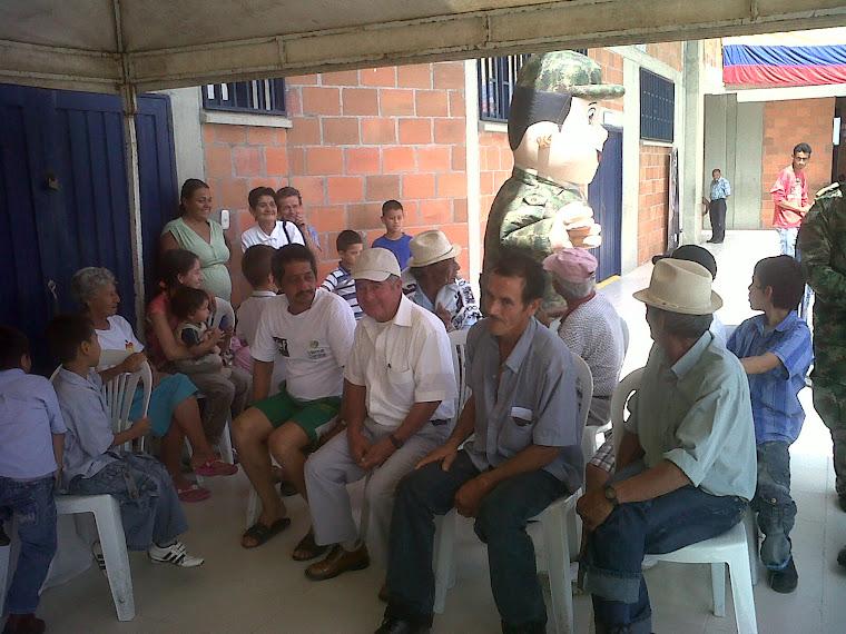 Apoyo a la comunidad Quindiana