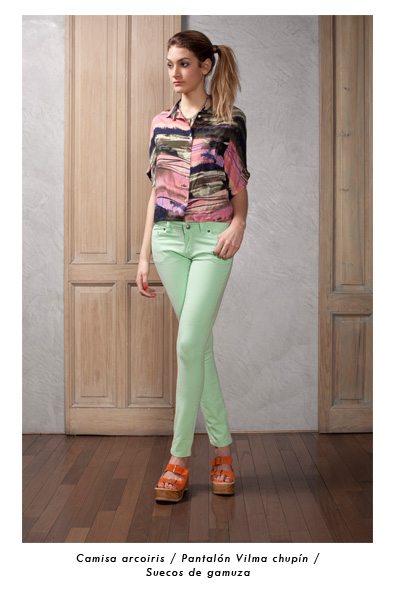 pantalon chupin en tonos pastel