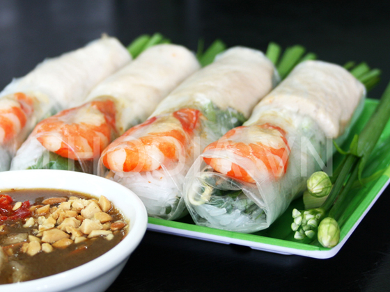 fresh Vietnamese Spring Rolls, a.k.a. salad rolls or rice paper rolls ...