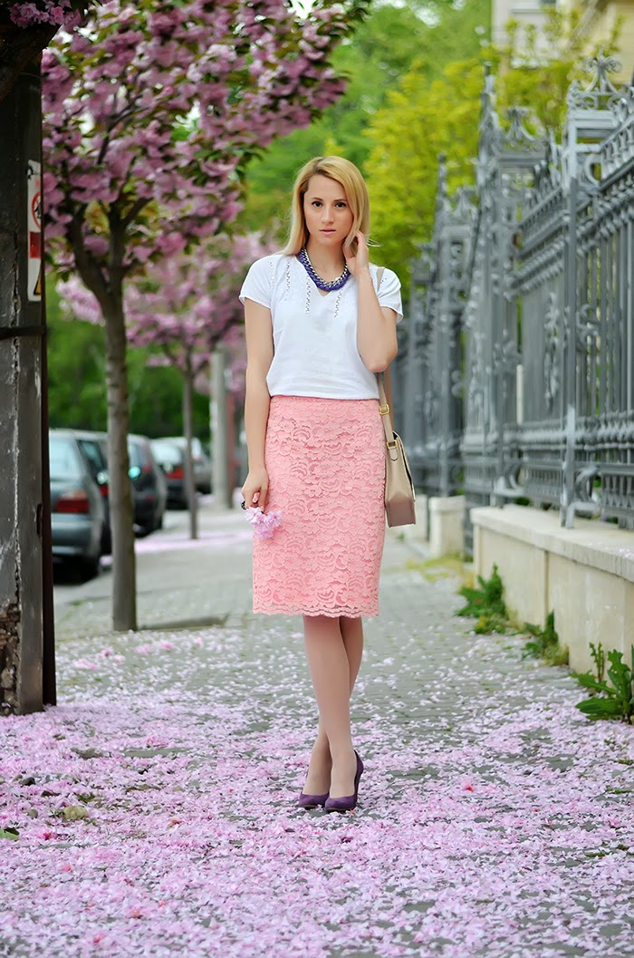Sense pink lace skirt Vulpilandia necklace purple pumps