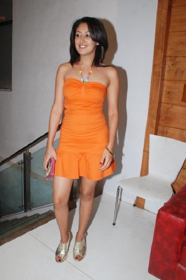 Anjali Pandey orange legs
