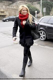 http://2.bp.blogspot.com/-ev0urgXPcdU/TVrvuJcpizI/AAAAAAAAJSs/3P7rl-wWqjU/s200/ShakiraGallery_Feb14_%25282%2529.jpg