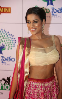 Actress Mumaith Khan  Picture Gallery in Half Saree at Memu Saitam Dinner with Stars Red Carpet  17