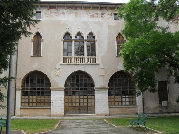 Alla scoperta dei cortili di Milano, domenica 24 maggio, grazie a Cortili Aperti. In foto, Palazzo Cornaggia