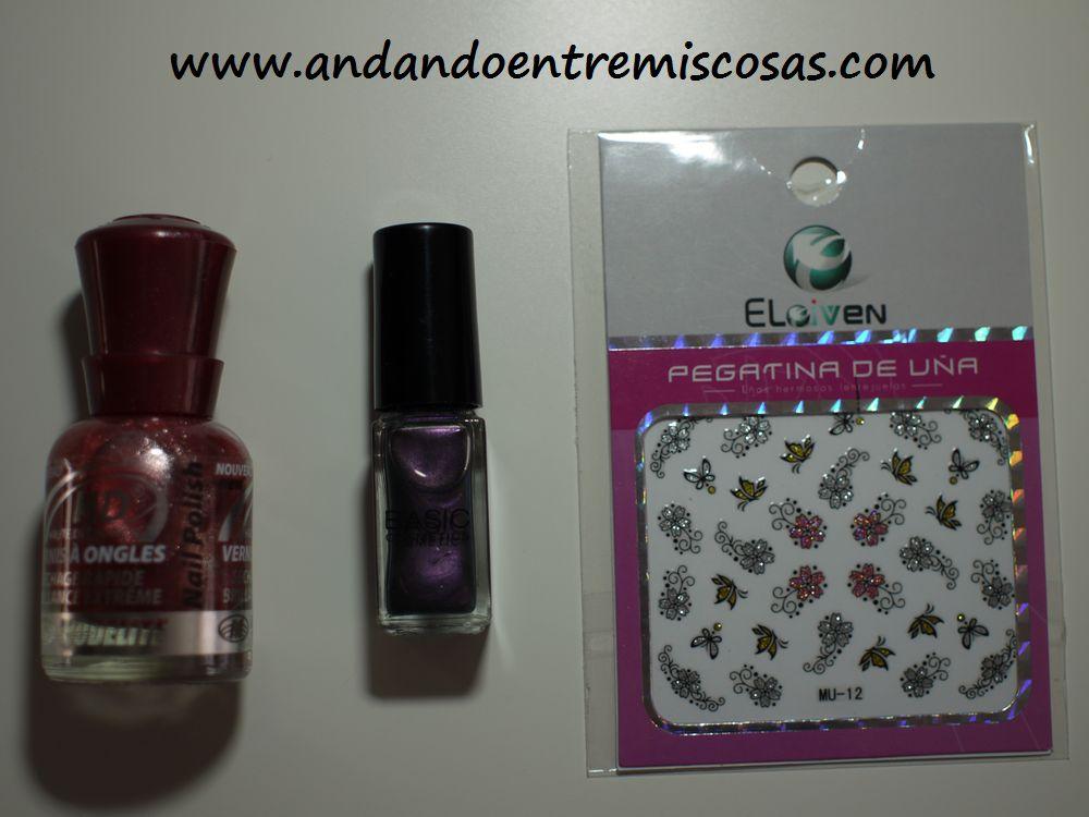 Esmaltes y pegatinas para las uñas