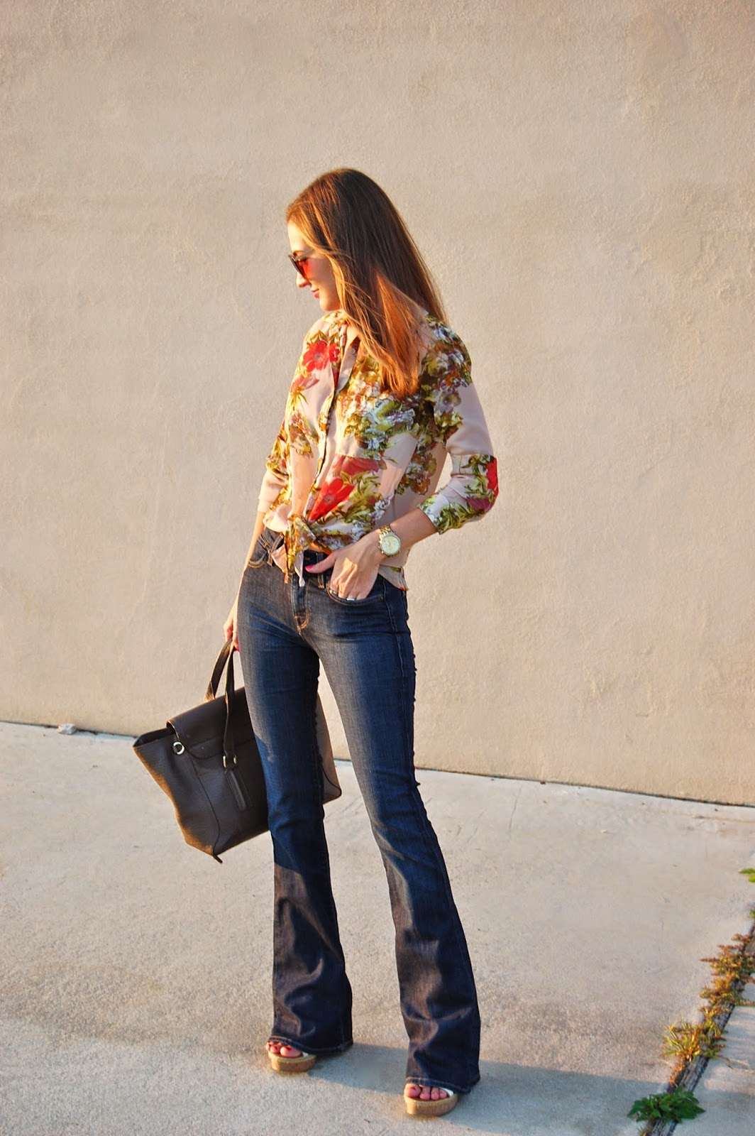 Flare Jeans look, Floral top