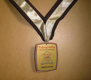 harga medali 1 set, medali wisuda, bikin medali murah, 0812.3365.6355, www.rumahplakat.com