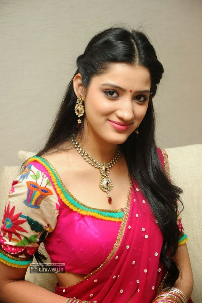 Richa-Panai-New-Photo-Stills