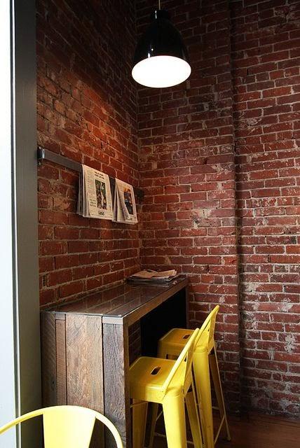 cafezinho com jornal do dia - foto via Pinterest