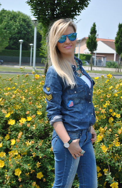 mariafelicia magno fashion blogger colorblock by felym milano blog di moda blogger italiane di moda fahsion blog italiani outfit primaverili casual outfit maggio 2015 come abbinare la camicia di jeans abbinamenti camicia jeans how to wear denim shirt spring casual outfit  blonde hair blonde girls occhiali lenti a specchio